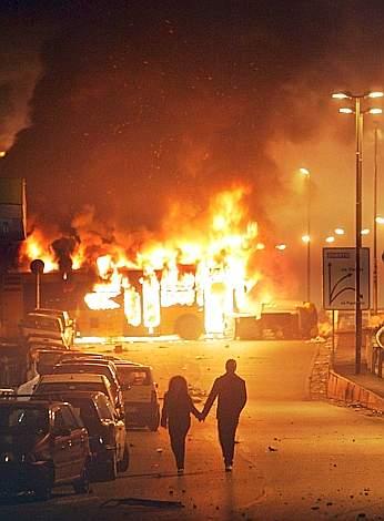 Un'immagine degli scontri a Pianura